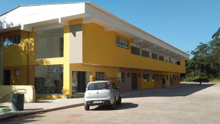 O primeiro prédio do Campus Zona Leste, pintado de amarelo